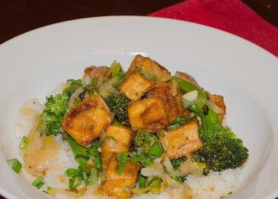 Crispy Lemon Tofu with Broccoli and Brown Rice